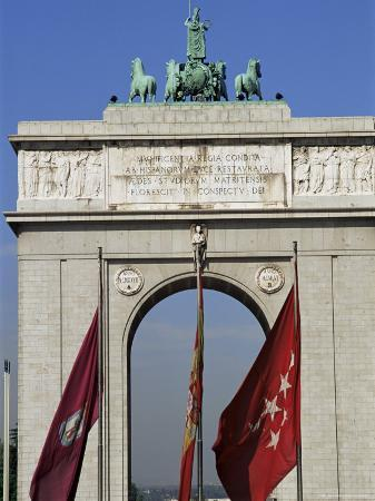 upperhall-triumphal-arch-moncloa-madrid-spain