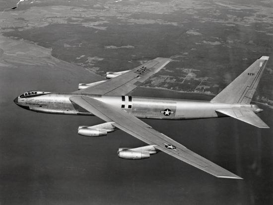 us-airforce-8-jet-b-52-stratofortress-flying