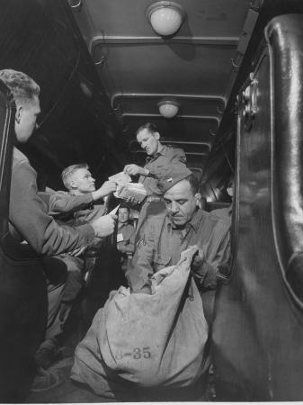us-soldiers-getting-mail-while-riding-on-a-troop-train