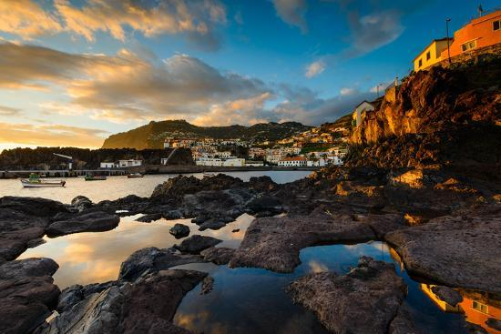utterstroem-photography-city-and-harbour-at-sunrise