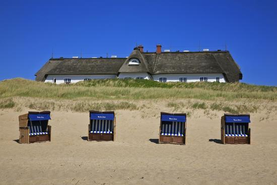 uwe-steffens-beach-chairs-on-the-beach-in-front-of-the-soelring-hof-in-rantum-on-the-island-of-sylt