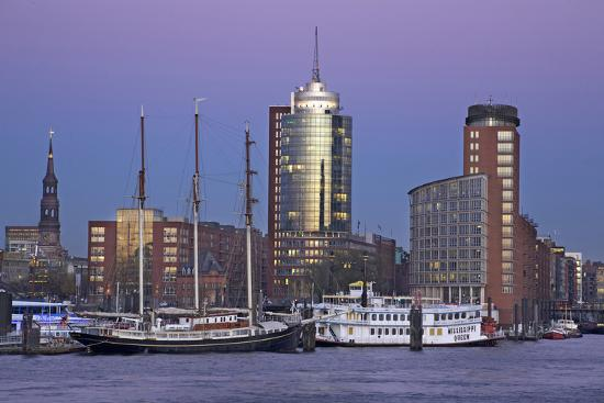 uwe-steffens-view-over-the-elbe-on-the-illuminateded-hanse-trade-center-at-the-blue-hour-in-the-hafencity