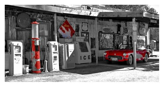 vadim-ratsenskiy-vintage-gas-station-on-route-66