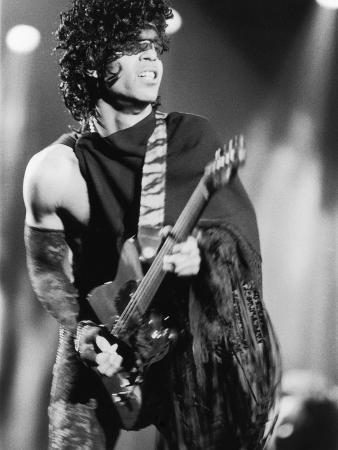 vandell-cobb-prince-engages-the-guitar-during-concert-1984