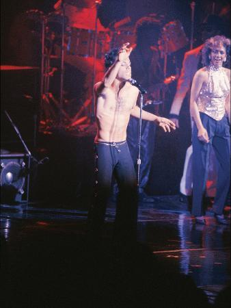 vandell-cobb-prince-performing-shirtless-march-1986