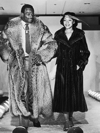 vandell-cobb-walter-and-connie-payton-model-furs-in-a-fashion-show-benefiting-better-boys-foundations-1979
