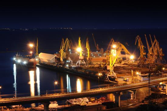 vector-master-night-port-odessa-ukraine