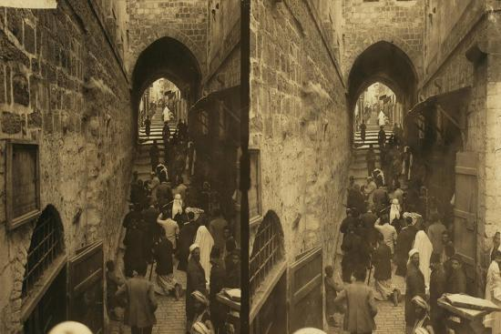 via-dolorosa-jerusalem-pilgrims-at-station-of-the-cross-1913