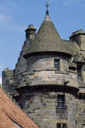 view-of-the-palace-of-falkland-fife-scotland-16th-century