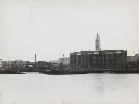 view-of-the-south-bank-between-blackfriars-and-waterloo-showing-the-oxo-tower-london-1935
