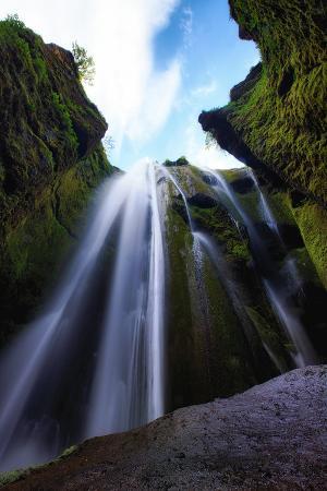 vincent-james-magical-gljufrafoss-waterfall-southern-iceland-coast