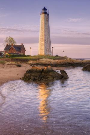 vincent-james-morning-reflection-at-five-mile-point-lighthouse