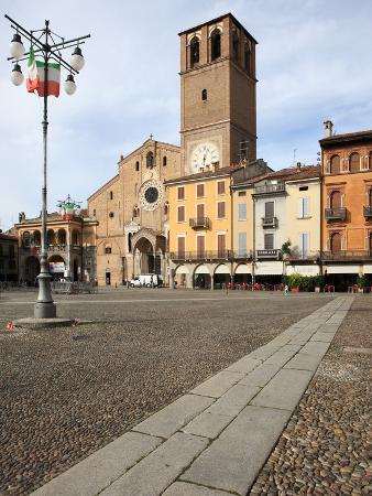 vincenzo-lombardo-duomo-piazza-della-vittoria-lodi-lombardy-italy-europe