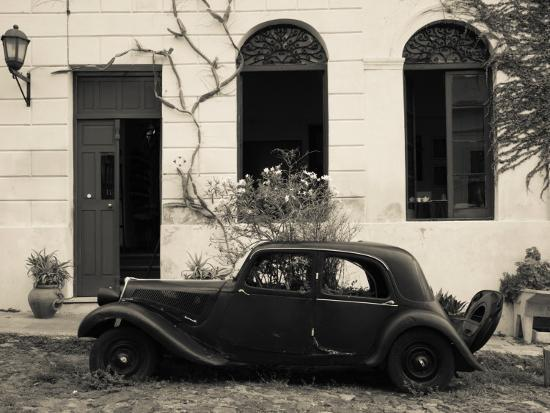 vintage-car-parked-in-front-of-a-house-calle-de-portugal-colonia-del-sacramento-uruguay