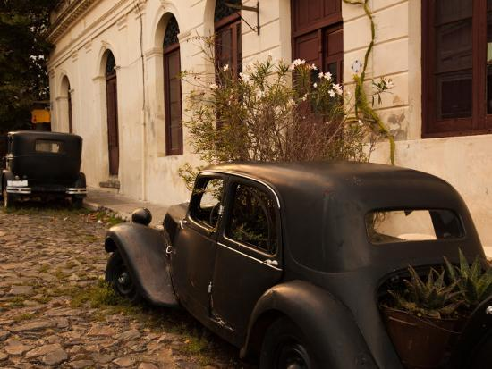 vintage-cars-parked-in-front-of-a-house-calle-de-portugal-colonia-del-sacramento-uruguay