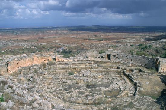 vivienne-sharp-roman-theatre-cyrene-libya