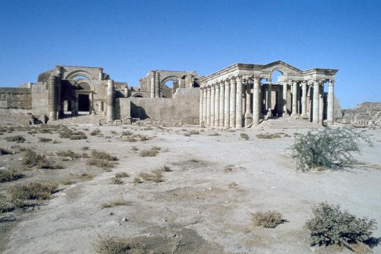 vivienne-sharp-ruins-of-hatra-al-hadr-iraq-1977