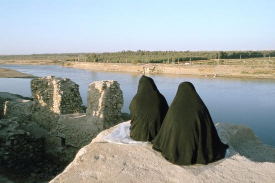 vivienne-sharp-two-iraqi-women-at-bash-tapia-castle-mosul-iraq-1977