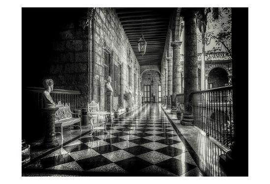 vladimir-kostka-hallway