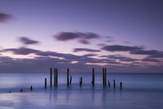 walter-bibikow-australia-fleurieu-peninsula-port-willunga-old-jetty-dusk