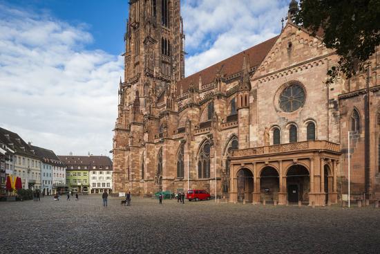 walter-bibikow-baden-wurttemburg-black-forest-old-town-11th-century-munster-cathedral
