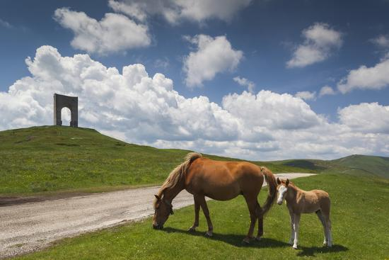 walter-bibikow-bulgaria-central-mts-troyan-troyan-pass-battle-monument-and-horses