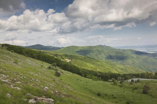walter-bibikow-bulgaria-shipka-ruins-of-the-soviet-era-buzludzha-monument