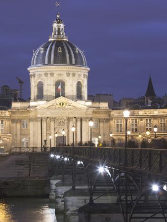 walter-bibikow-dusk-institute-de-france-and-pont-des-arts-bridge-left-bank-paris-france