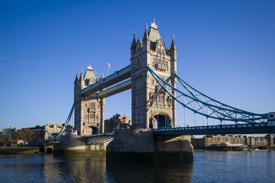 walter-bibikow-england-london-city-tower-bridge-morning