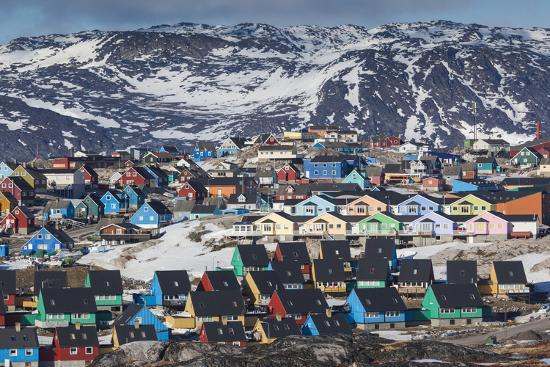 walter-bibikow-greenland-disko-bay-ilulissat-elevated-town-view