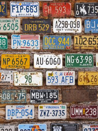 walter-bibikow-hole-in-the-rock-tourist-shop-with-old-license-plates-moab-utah-usa
