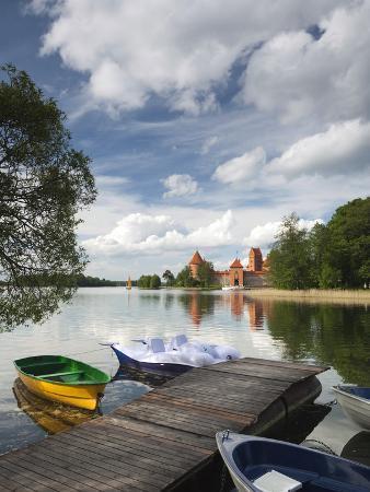 walter-bibikow-island-castle-on-lake-galve-trakai-historical-national-park-trakai-lithuania