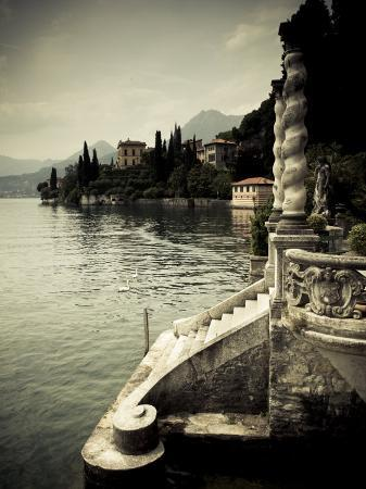 walter-bibikow-lombardy-lakes-region-lake-como-varenna-villa-monastero-gardens-and-lakefront-italy