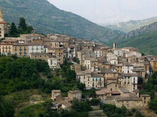 walter-bibikow-mountain-town-anversa-di-abruzzi-abruzzo-italy