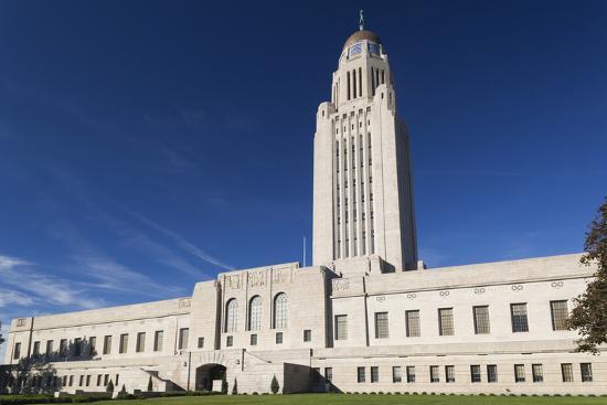 walter-bibikow-nebraska-state-capitol-exterior-lincoln-nebraska-usa