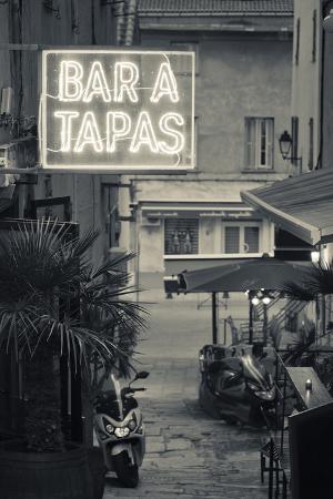 walter-bibikow-neon-sign-for-tapas-bar-dusk-ile-rousse-la-balagne-corsica-france
