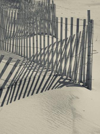 walter-bibikow-new-york-long-island-the-hamptons-westhampton-beach-beach-erosion-fence-usa