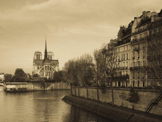 walter-bibikow-notre-dame-cathedral-and-ile-st-louis-buildings-paris-france