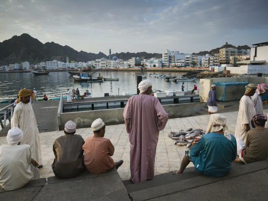 walter-bibikow-oman-muscat-mutrah-morning-at-the-mutrah-fish-market