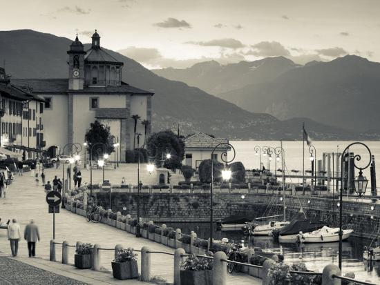 walter-bibikow-piedmont-lake-maggiore-cannobio-piazza-vittorio-emanuele-iii-italy