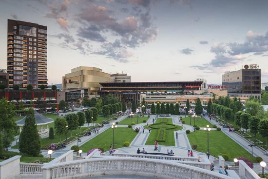 walter-bibikow-romania-moldavia-iasi-palas-mall-by-the-palace-of-culture-dusk