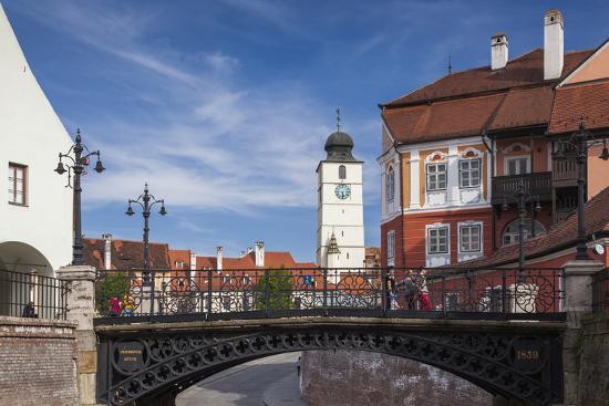walter-bibikow-romania-transylvania-sibiu-piata-mica-square-and-iron-bridge