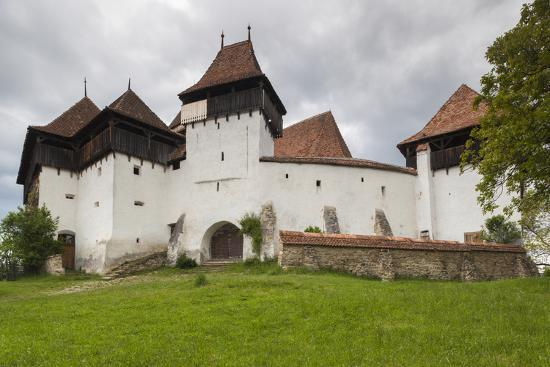 walter-bibikow-romania-transylvania-viscri-fortified-saxon-church