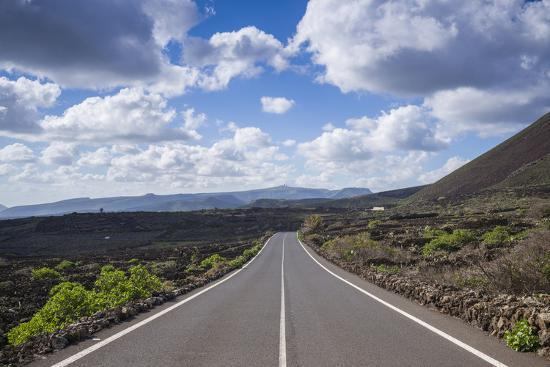 walter-bibikow-spain-canary-islands-lanzarote-el-capitan-lz-201-road