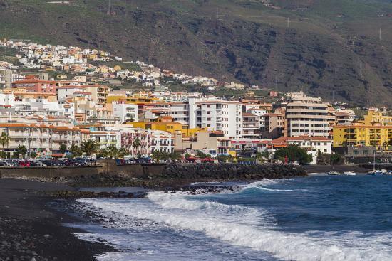 walter-bibikow-spain-canary-islands-tenerife-candelaria-town-view