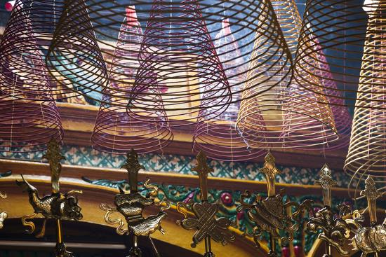 walter-bibikow-vietnam-ho-chi-minh-city-cholon-chinatown-area-phuoc-an-hoi-quan-pagoda-interior