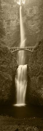 walter-bibikow-view-of-multnomah-falls-in-columbia-gorge-oregon-usa