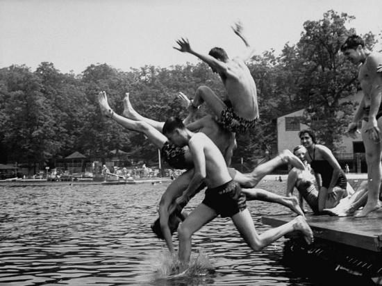 walter-sanders-students-of-palmerton-high-school-going-swimming