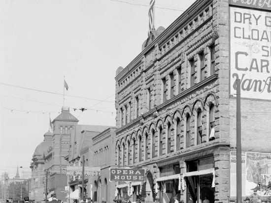 washington-street-showing-opera-house-marquette-mich