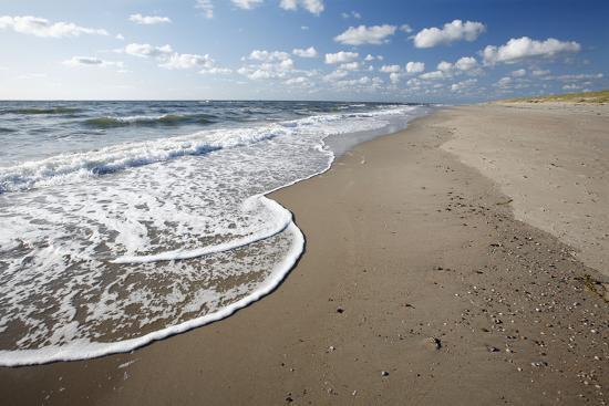 waves-breaking-on-empty-beach